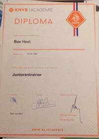 Bas Hest haalt zijn KNVB-diploma