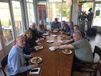 Kees Vosman trakteert bestuur op heerlijke Indische rijsttafel voor vergadering
